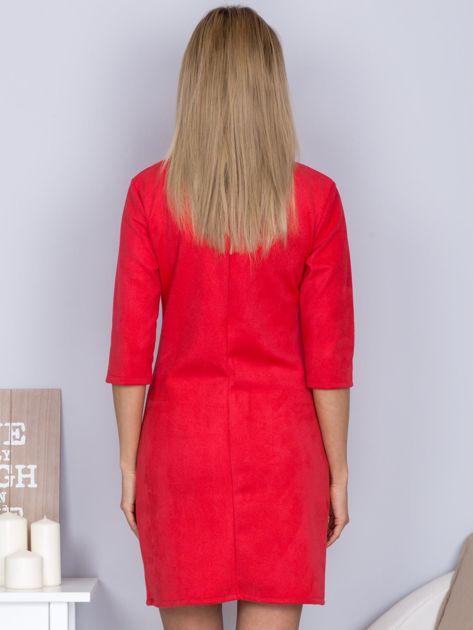 Sukienka o zamszowej fakturze różowa                                  zdj.                                  2