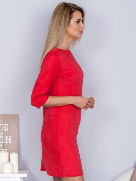 Sukienka o zamszowej fakturze różowa                                  zdj.                                  5