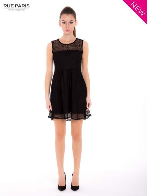 Sukienka pokryta misternie tkaną czarną koronką                                  zdj.                                  4