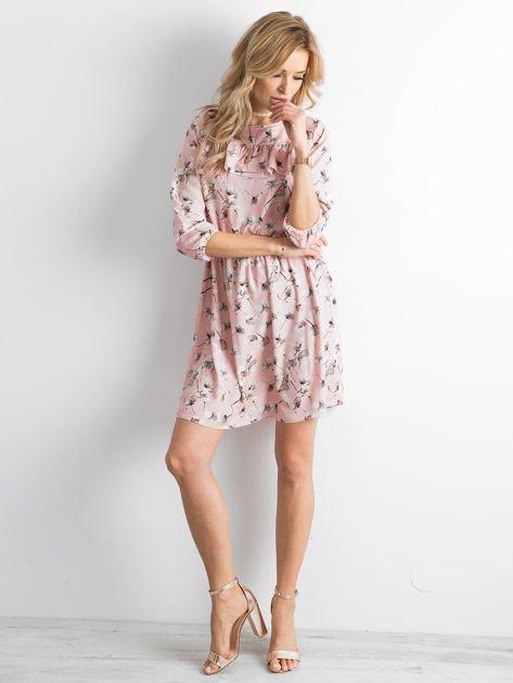 Sukienka różowa we wzory z falbaną                              zdj.                              4