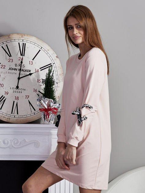 Sukienka z tasiemkami przy mankietach różowa                              zdj.                              3
