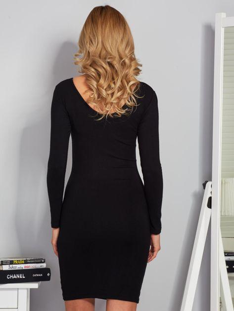 Sukienka ze sznurowaniem i głębokim dekoltem czarna                                  zdj.                                  2