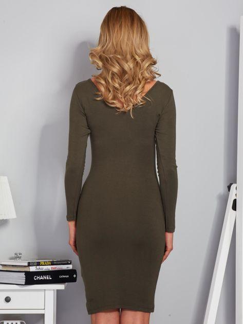 Sukienka ze sznurowaniem i głębokim dekoltem khaki                              zdj.                              2