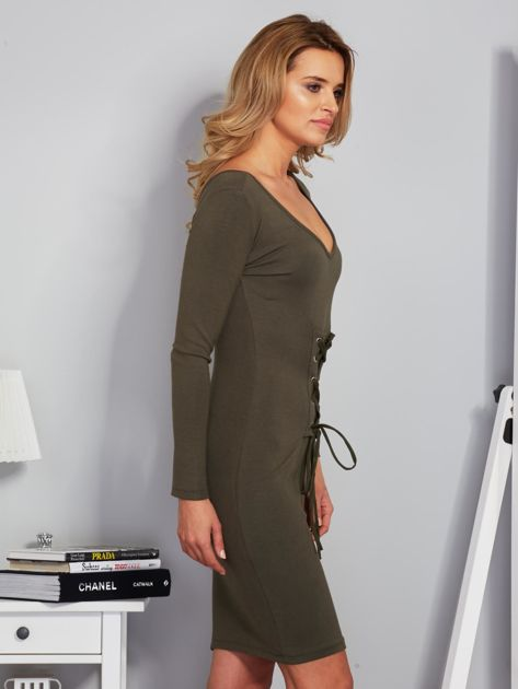 Sukienka ze sznurowaniem i głębokim dekoltem khaki                              zdj.                              3