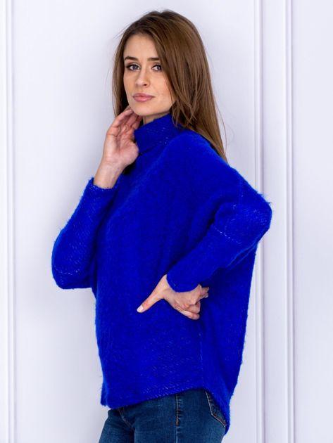 Sweter kobaltowy z dłuższym włosem                                  zdj.                                  3