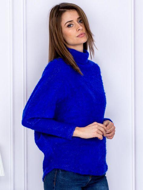 Sweter kobaltowy z dłuższym włosem                              zdj.                              5