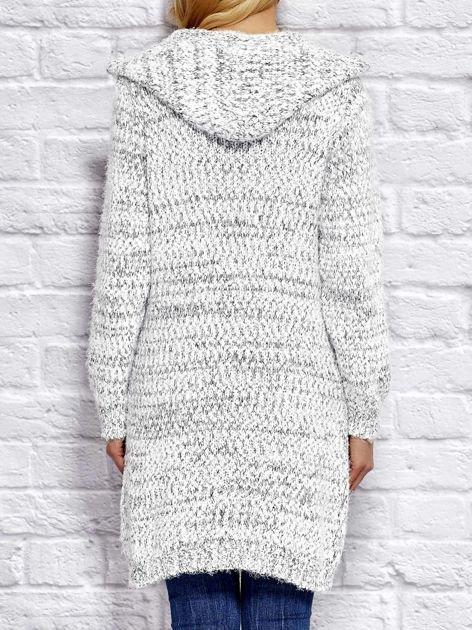 Sweter z melanżowym wzorem biało-ciemnoszary                                  zdj.                                  2
