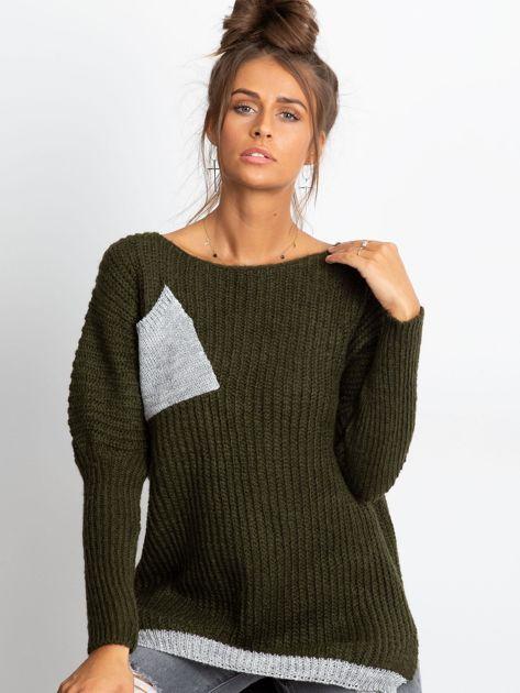 Sweter ze srebrną kieszenią khaki                              zdj.                              1