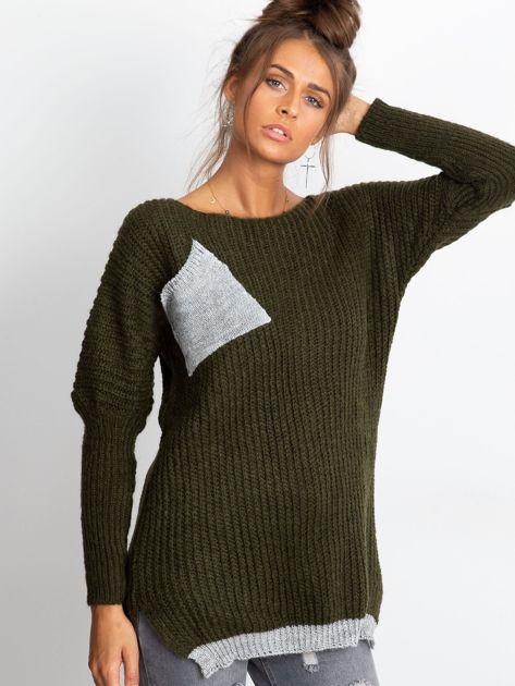 Sweter ze srebrną kieszenią khaki                              zdj.                              4