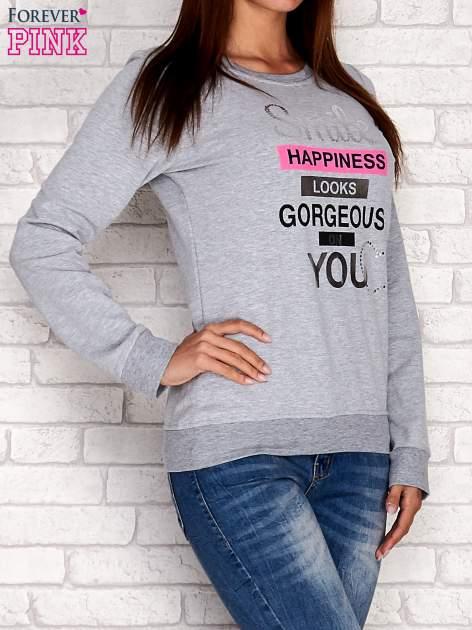 Szara bluza z napisem SMILE HAPPINESS LOOKS GORGEOUS ON YOU                                  zdj.                                  4