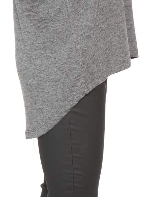 Szara bluzka oversize o obniżonej linii ramion                                  zdj.                                  8