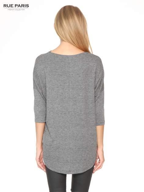 Szara bluzka oversize o obniżonej linii ramion                                  zdj.                                  4