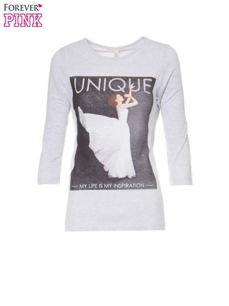 Szara bluzka z nadrukiem kobiety i napisem UNIQUE                                  zdj.                                  5