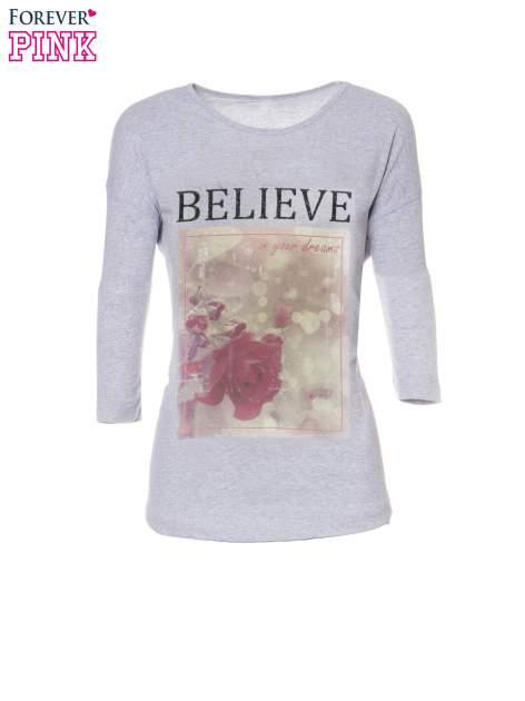 Szara bluzka z nadrukiem róży i napisem BELIEVE                                  zdj.                                  5