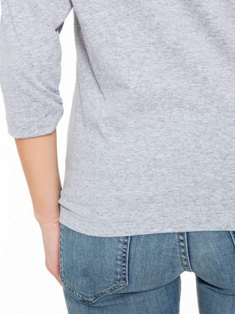 Szara bluzka z nadrukiem róży i napisem BELIEVE                                  zdj.                                  9