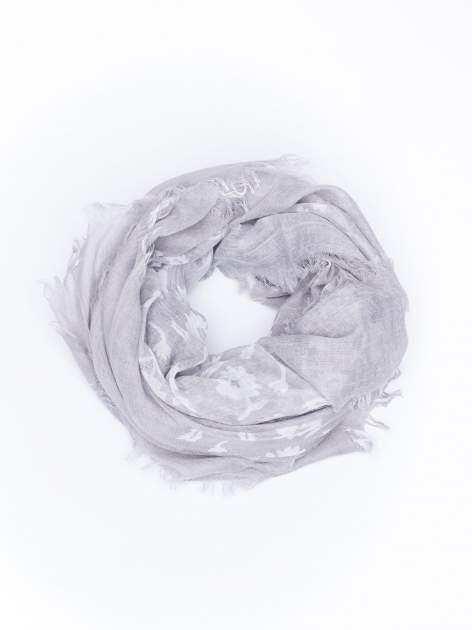 Szara chustka w kwiatki z frędzlami                                  zdj.                                  1