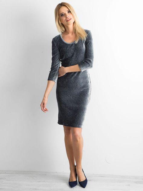 Szara dopasowana welurowa sukienka                              zdj.                              4