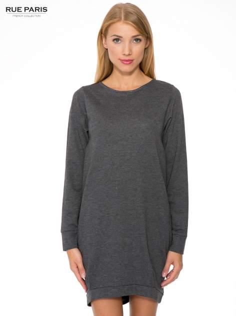 Szara dresowa sukienka oversize z ozdobnymi kieszeniami                                  zdj.                                  1