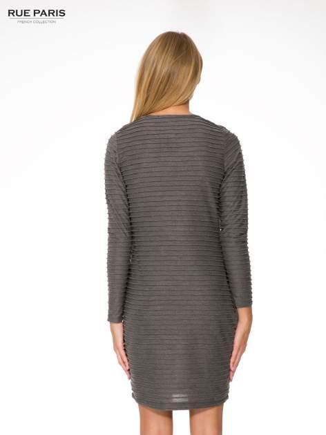 Szara dresowa sukienka w prążkowany wzór                                  zdj.                                  4