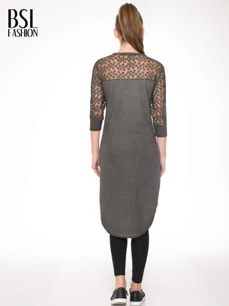 Szara dresowa sukienka z koronkowym karczkiem                                  zdj.                                  4