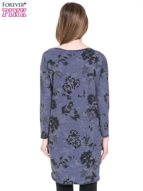Szara dresowa sukienka z nadrukiem kwiatowym w kolorze czarnym                                  zdj.                                  4