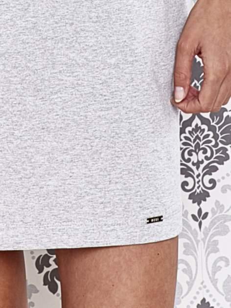 Szara dresowa sukienka z wiązaniem na plecach                                  zdj.                                  5