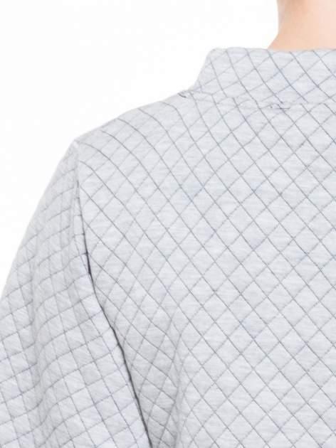 Szara kraciasta bluzka z kloszowanymi rękawami i półgolfem                                  zdj.                                  7