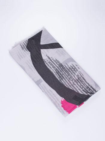 Szara kwadratowa chusta w literowy wzór i ciapki                                  zdj.                                  2