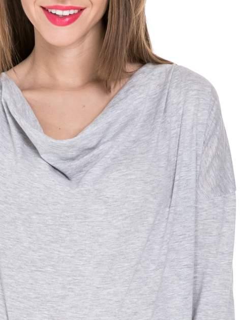 Szara melanżowa bawełniana bluzka z dekoltem typu woda                                  zdj.                                  5