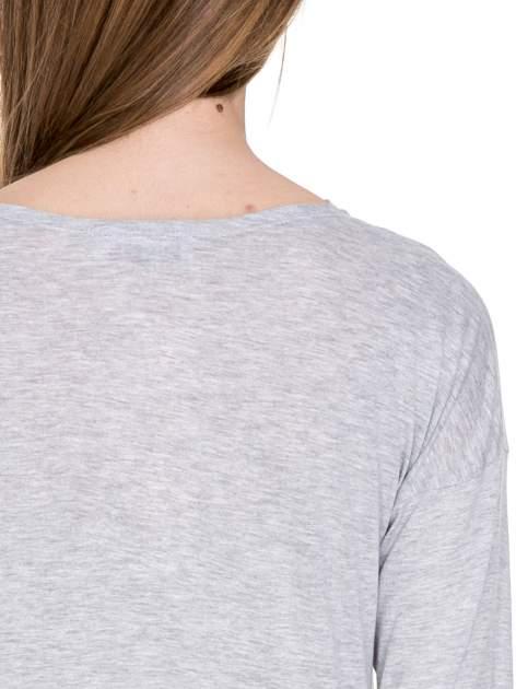 Szara melanżowa bawełniana bluzka z dekoltem typu woda                                  zdj.                                  7