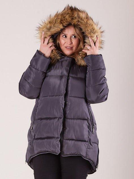 Szara pikowana kurtka damska z futerkiem PLUS SIZE                              zdj.                              4