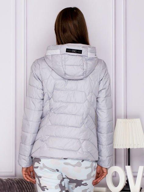 Szara pikowana kurtka przejściowa z ozdobnymi suwakami                              zdj.                              2