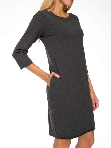 Szara prosta sukienka z surowym wykończeniem i kieszeniami                                  zdj.                                  7