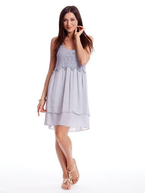 Szara sukienka na cienkich ramiączkach                              zdj.                              4