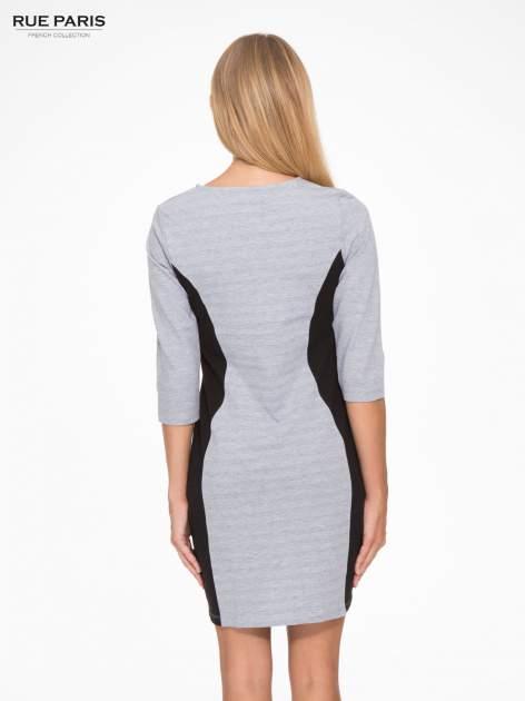 Szara sukienka z czarnymi modułami po bokach                                  zdj.                                  4