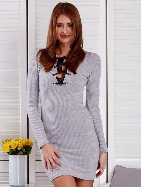 Szara sukienka z dekoltem lace up                              zdj.                              1