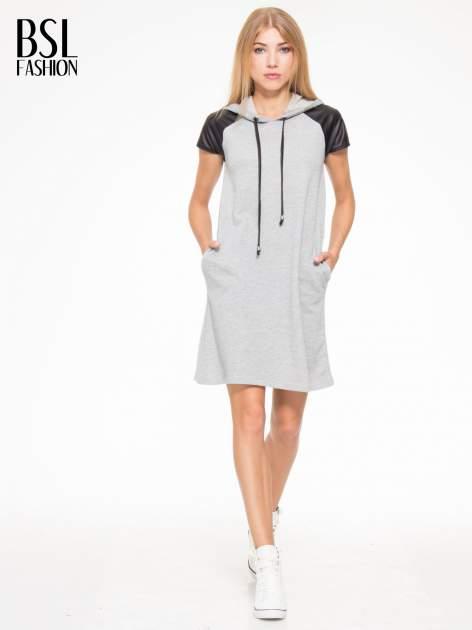 Szara sukienka z kapturem z wstawkami ze skóry                                  zdj.                                  5