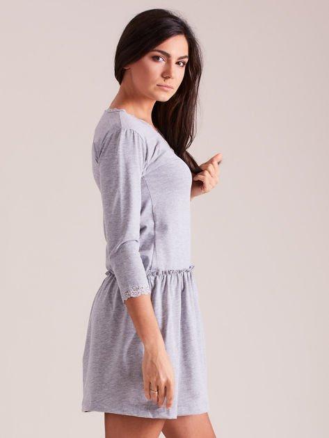 d76d7bd5fe Szara sukienka z koronką przy dekolcie - Sukienka basic - sklep ...