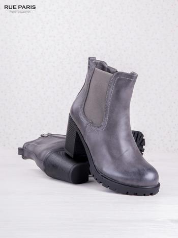 Szare cieniowane botki faux leather z gumkowaną wstawką na słupku                                  zdj.                                  3