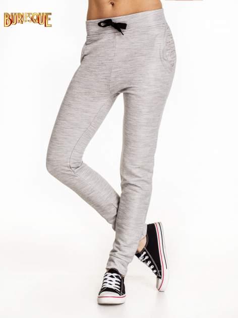 Szare dresowe spodnie damskie o kroju baggy                                  zdj.                                  1