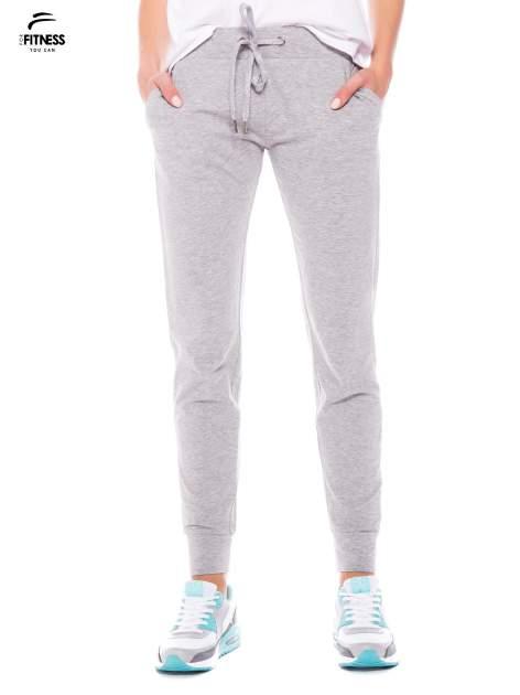 Szare dresowe spodnie damskie ze ściągaczem i błyszczącym sznurkiem