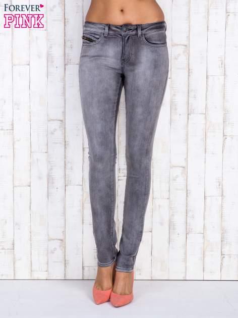 Szare jeansowe spodnie rurki z przetarciami i kieszenią                                  zdj.                                  1