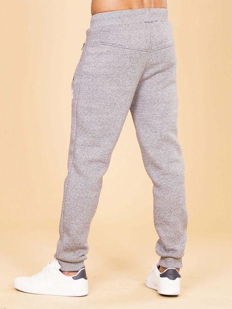 Szare ocieplane spodnie dresowe męskie                              zdj.                              2