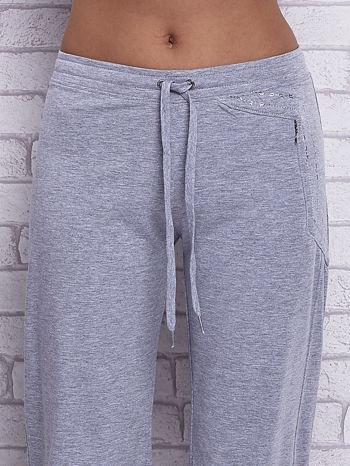 Szare spodnie capri z wszytą kieszonką                                  zdj.                                  4