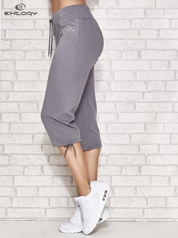 Szare spodnie dresowe capri z kieszonką                                  zdj.                                  2