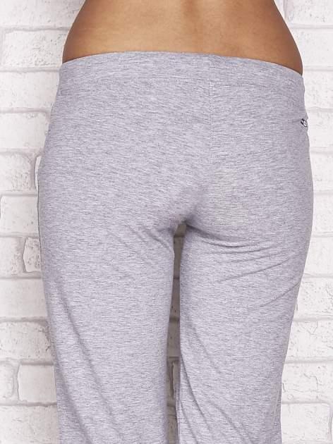 Szare spodnie dresowe capri z napami                                  zdj.                                  6