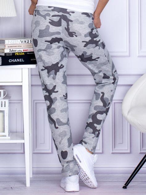 Szare spodnie dresowe we wzór moro                                   zdj.                                  2