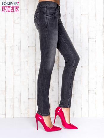 Szare spodnie jeansowe z przetarciami                                   zdj.                                  2