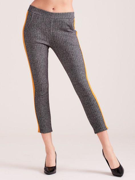Szare spodnie w jodełkę z pomarańczowym lampasem                              zdj.                              4