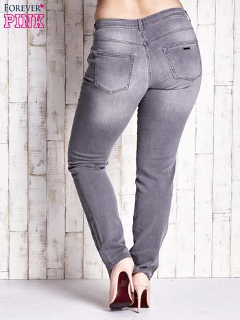 Szare spodnie ze srebrnymi napami PLUS SIZE